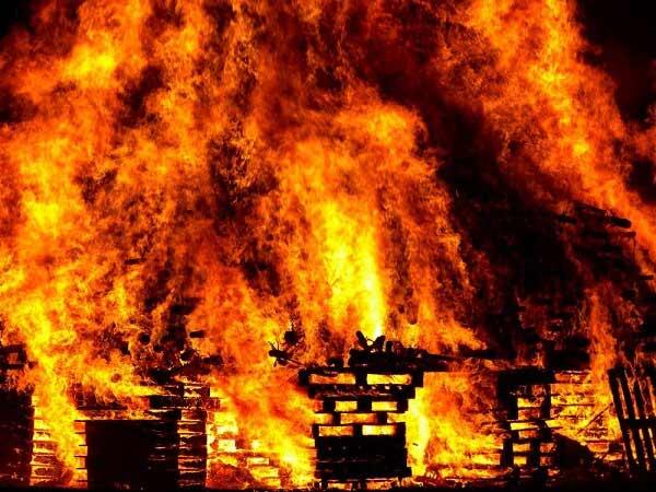 Mơ thấy nhà mình cháy dữ dội nên đánh con gì