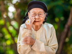 Mơ thấy bà nội là điềm lành hay dữ? Nên đánh đề con bao nhiêu