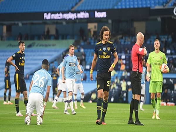 David Luiz & cú 'hat-trick' đáng quên
