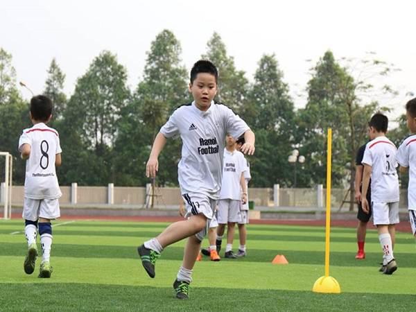 Hướng dẫn kỹ thuật đá bóng cơ bản cho người mới chơi
